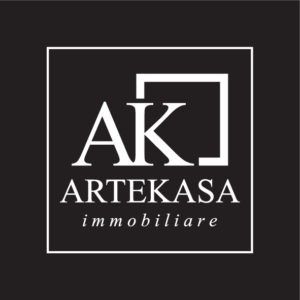 Questa immagine ha l'attributo alt vuoto; il nome del file è AK-logo-negativo-quadrato-1-300x300.jpg